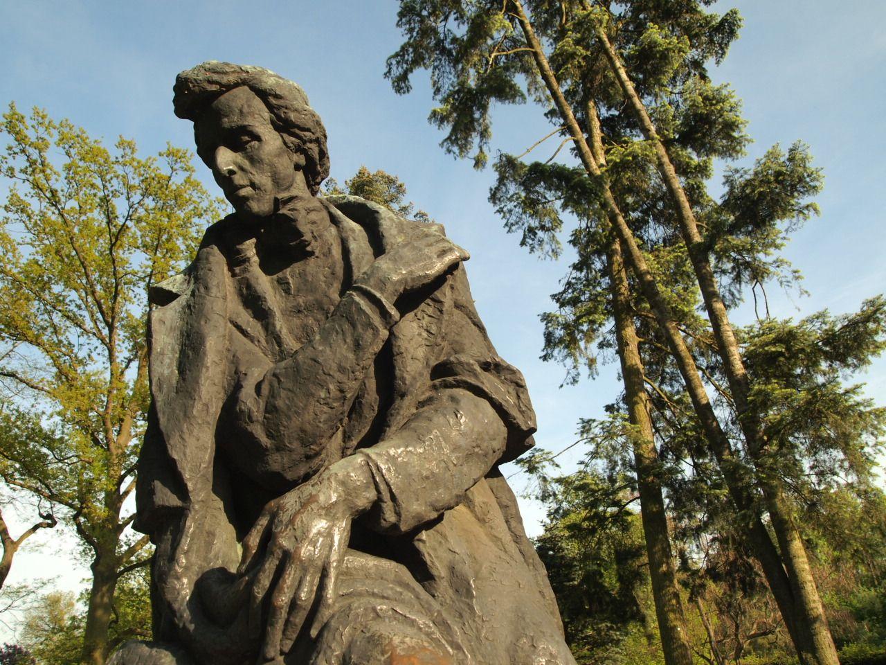 Pomnik Chopina w Żelazowej Woli