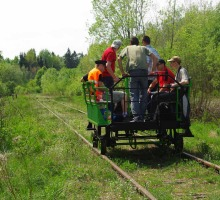 Hand treinwagon in het Bialowieza bos