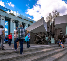 Het Opstand van Warschau monument